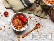 Рецепта Безглутенова гранола за закуска с ананас, фурми, бадеми и кашу